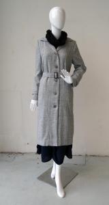 Simple coat: front